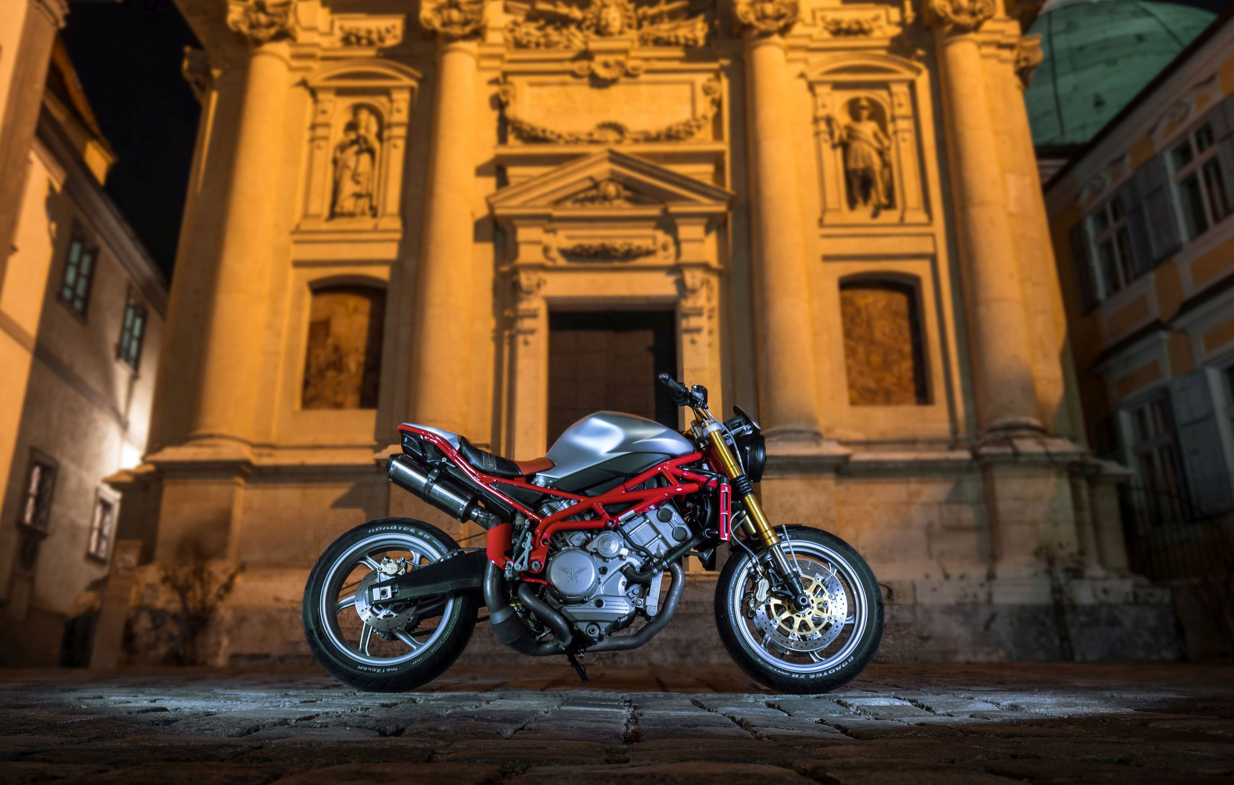 Blog-Moto--Morini--Corsaro-Umbau-Graz-Titan-Motorcycle-Company-Austria-Superleggera-Italian-Diva-City-Park-Schlossberg-Street-Legal-Typisiert