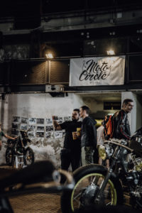 Cafe-Racer-Lifestyle-Fashion-Streetwear-Foodtrucks-Music-Workshops-Handcraft-Custom-Bikes-Motorrad-Umbauten_2018_Moto-Circle-Festival_(c)Max-Mauthner_2000px_08774 (2)