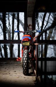 Cafe-Racer-Tracker-Scrambler-Urban-Crosser-Honda-XR600-Titan-Motorcycle-Co-Austria-Typisiert-Graz-Custom-Bikes-made-in-Styria-Austria (2)