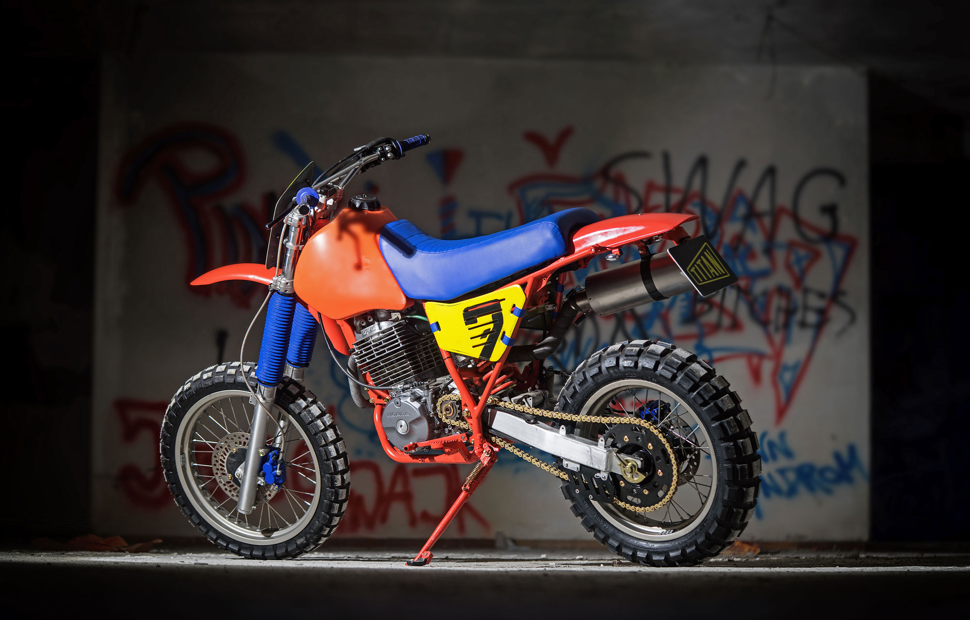 Cafe-Racer-Tracker-Scrambler-Urban-Crosser-Honda-XR600-Titan-Motorcycle-Co-Austria-Typisiert-Graz-Custom-Bikes-made-in-Styria-Austria-(3b)