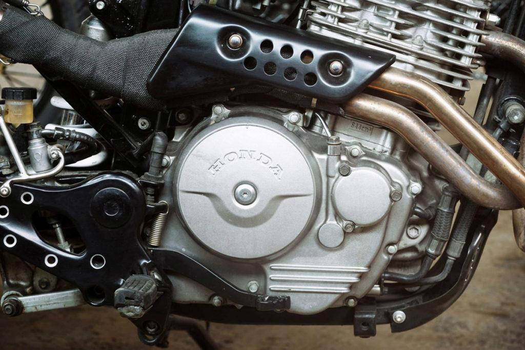 TITAN-Duet-of-Trackers-Honda-Umbau-Graz-Tracker-Scrambler-Cafe-Racer-SLR-650-Vigor-Styiran-Design (10)