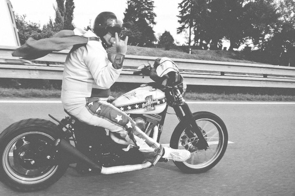 TITAN-Harley-Davidson-Dyna-Wide-Glide-Evel-Knievel_Harley-Umbau_Cafe-Racer-Graz-Motorrad-Umbau-Austria-Vintage_Custom-Bikes_ANDY(10)