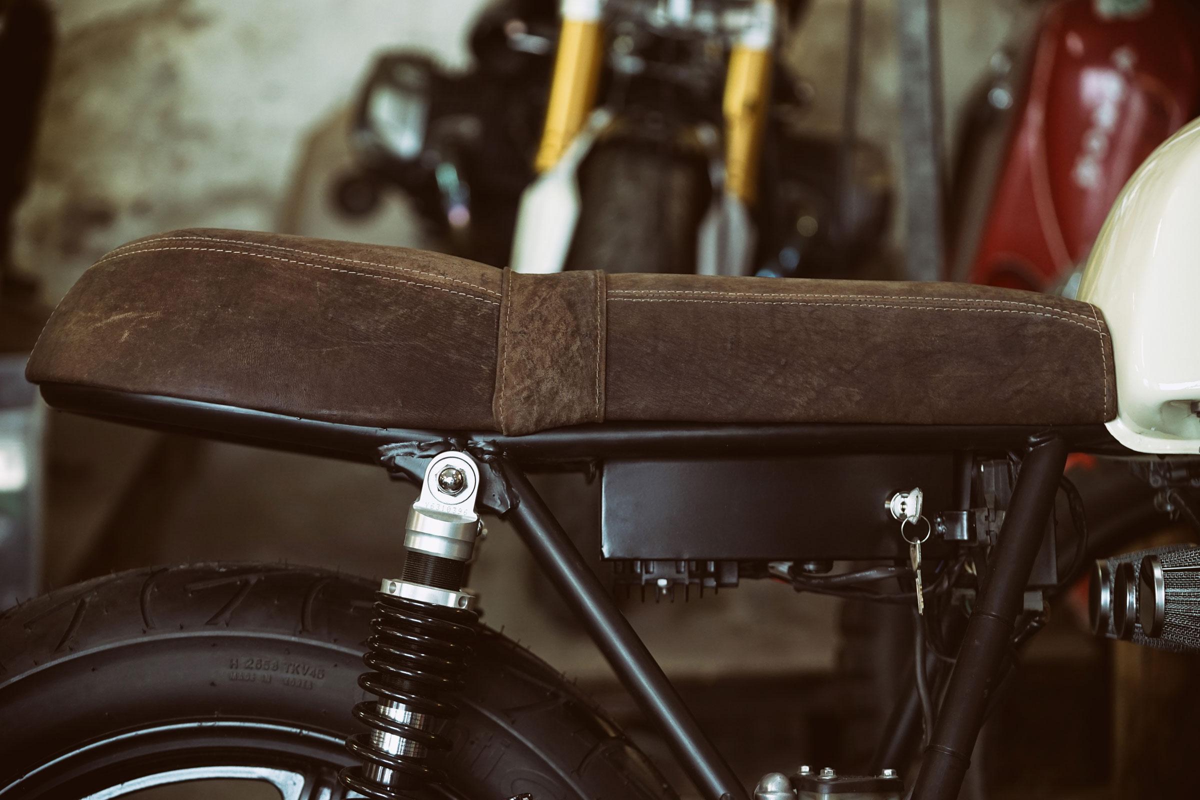 TITAN-Heavy-Metal_Honda-Yamaha-Umbau-XS-850_Cafe-Racer-Graz-Motorrad-Umbau-Austria-Vintage_Custom-Bikes-Sattel-Heck-Umbau (26)
