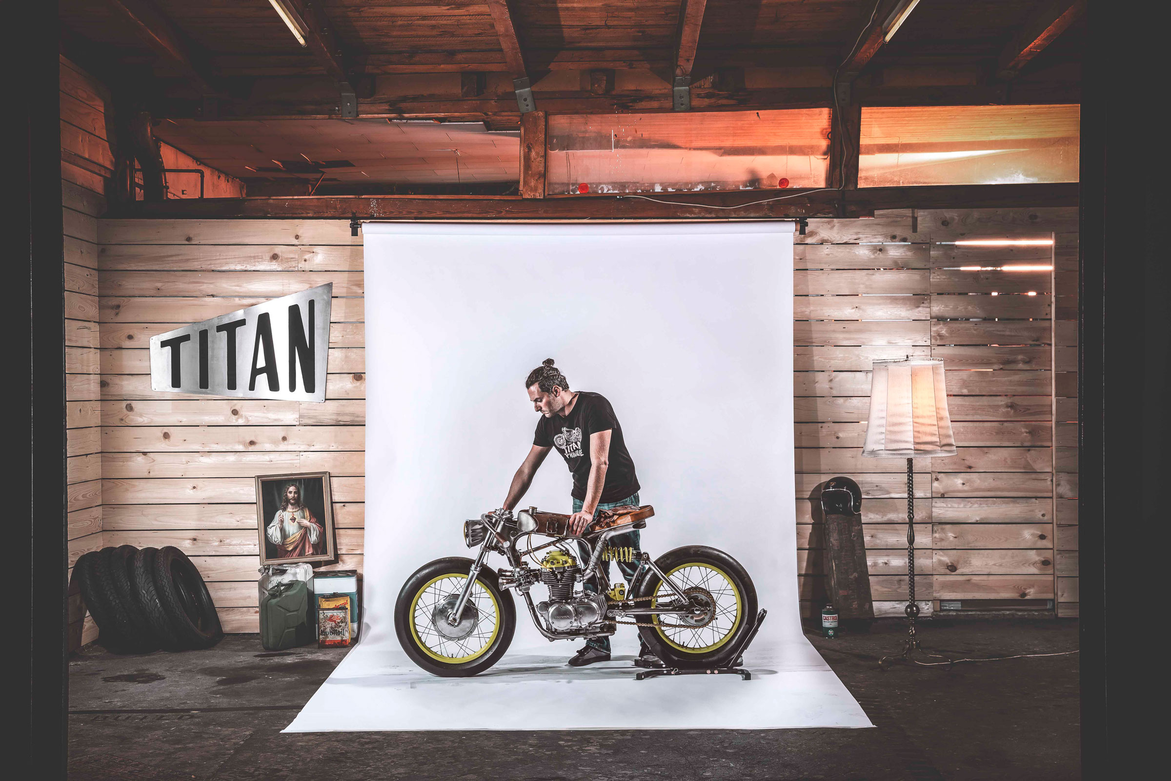 Titan-One_Alte-Maschinen-Custom-Cafe-Racer-Graz-Reduktion-Kunstwerk-Zulassung-Typisiert-TÜV_Bike-Styira-Oldtimer-Konzept-Honda-Umbau_staatsmeister-Viertelmeile-Rennen-Michl
