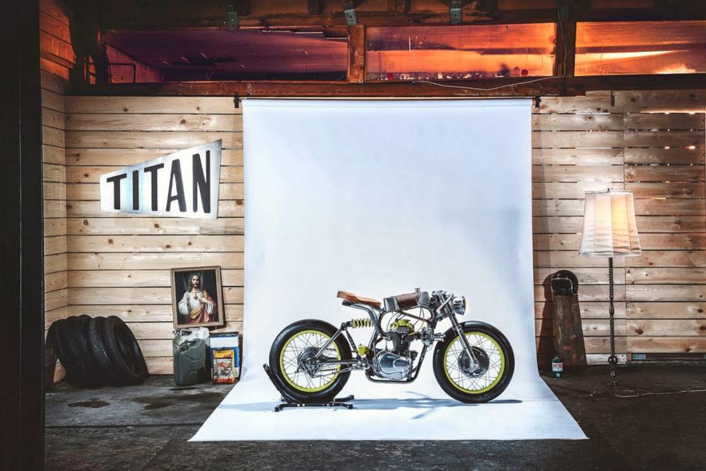 Titan-One_Alte-Maschinen-Custom-Cafe-Racer-Graz-Reduktion-Kunstwerk-Zulassung-Typisiert-TÜV_Bike-Styira-Oldtimer-Konzept-Honda-Umbau_staatsmeister-Viertelmeile-Rennen-Siebenhofer