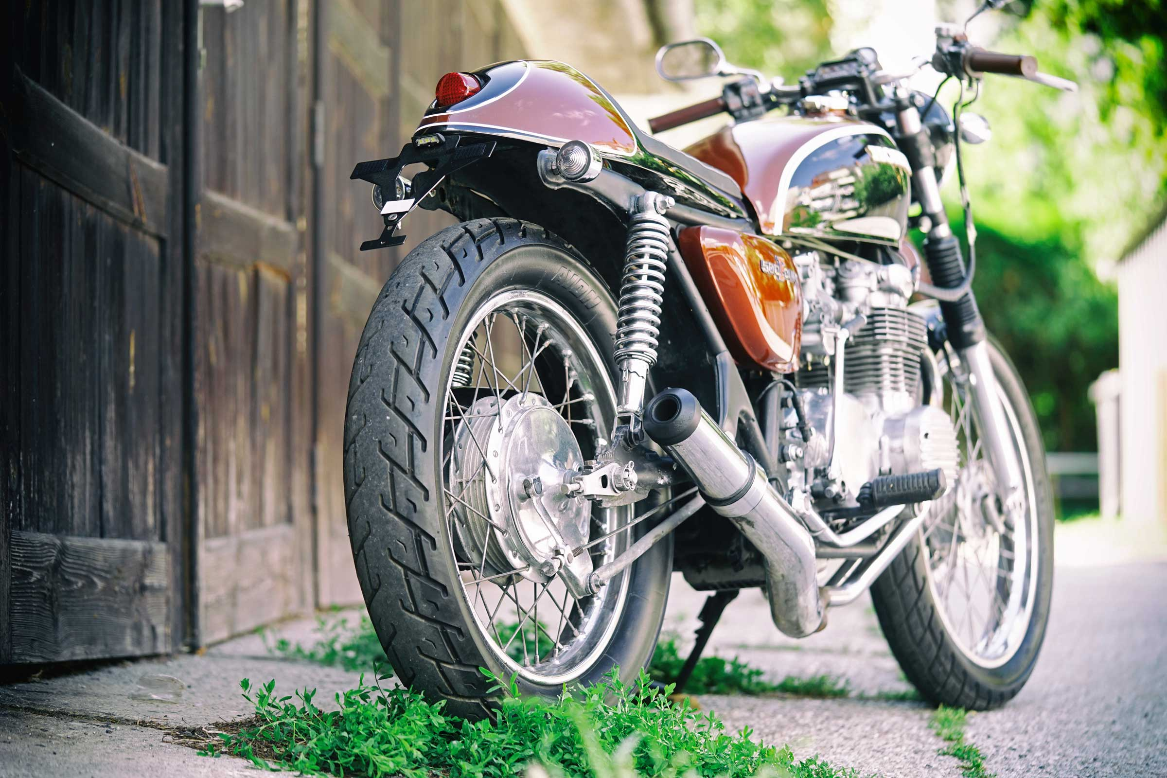 Titan-Sakura-Honda-CB-500-Four-Umbau-Classic-Cafe-Racer-Vierzylinder-Custom-Bikes-Graz-(8)